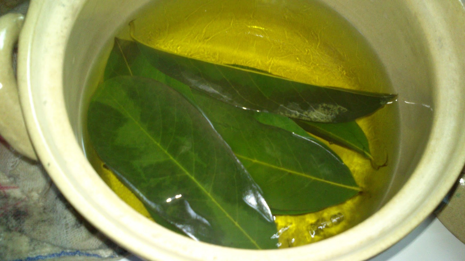 soursop guyabano tea Miraculous guyabano the sour sop or the fruit from the graviola tree is a miraculous natural cancer cell killer 10,000 when you prepare guyabano tea.
